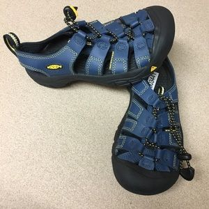 Keen boy's sandal water shoes